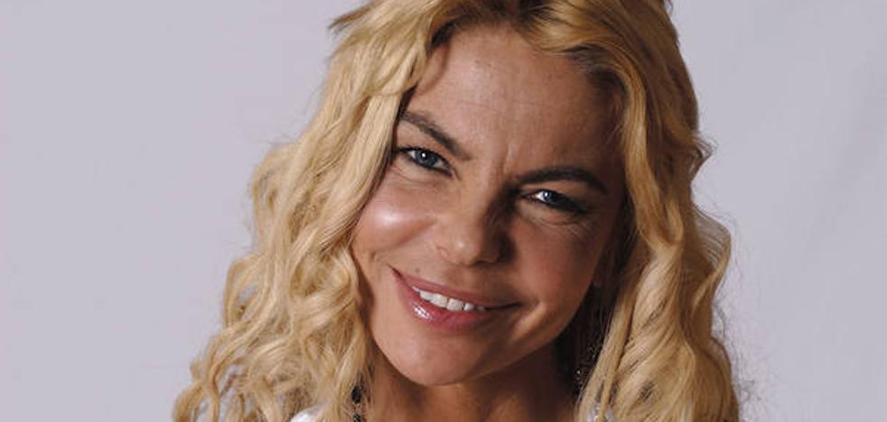 Leticia Sabater hace una 'peineta' a Sandra Barneda tras marcharse expulsada de plató