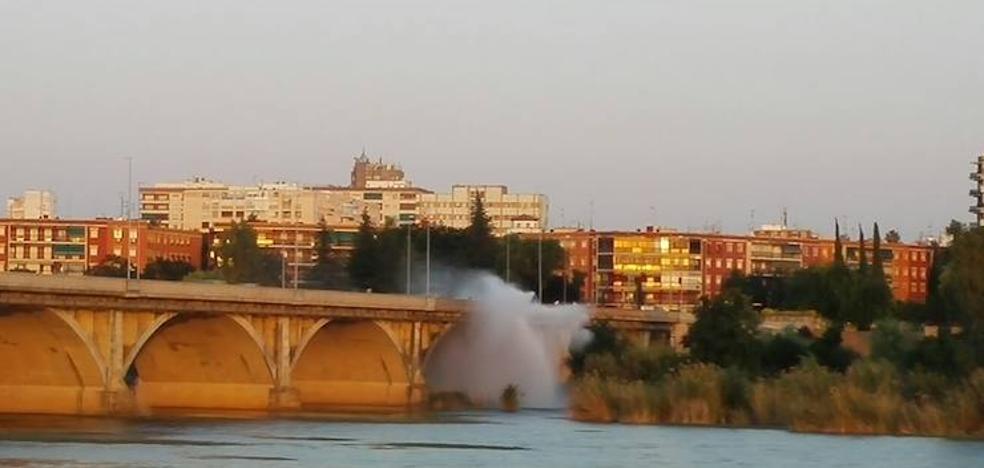 La tubería del puente de la Universidad sufre una avería