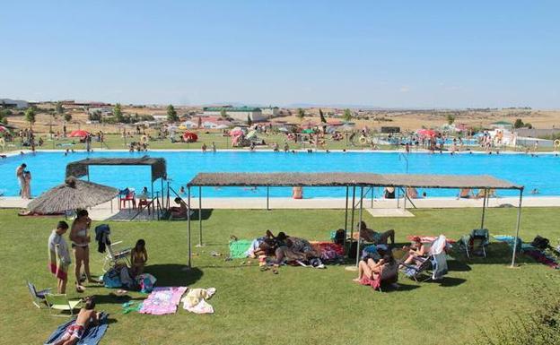 Hoy abren las piscinas municipales y la de la ciudad for Piscina municipal ciudad real