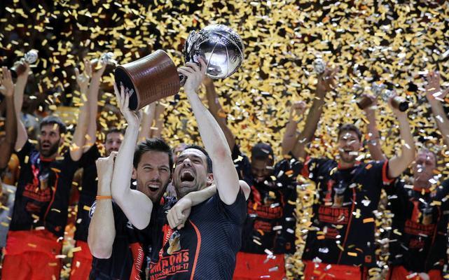 El Valencia Basket tiñe de naranja la Liga