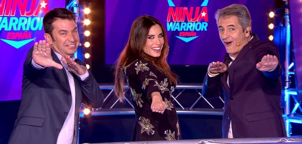 'Ninja Warrior' baja, pero lidera la noche del viernes