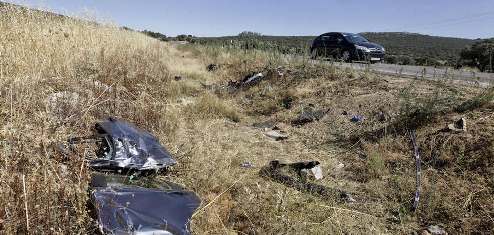 Un hombre y una mujer fallecen en un choque frontal cerca de Cáceres