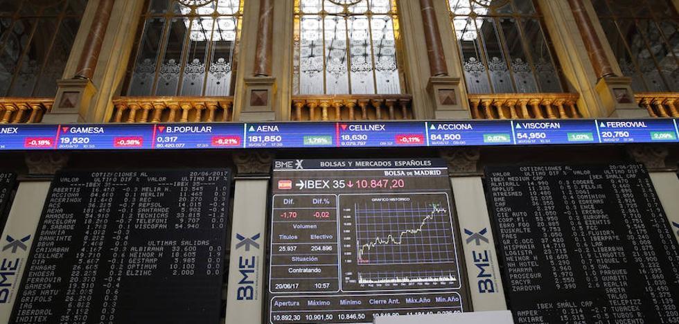 El Ibex cae un 0,29% pero mantiene los 10.700 puntos