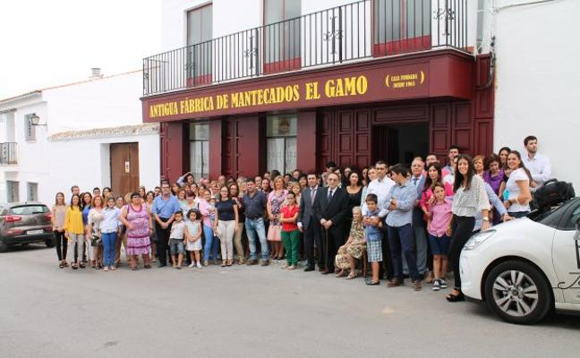 El turismo reaviva el viejo obrador de mantecados El Gamo