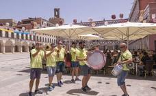 La resaca del viernes y el festivo disipan la feria en el Casco Antiguo