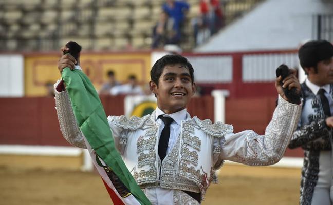 Alejandro Adame se llevó el mejor novillo y el triunfo en Badajoz