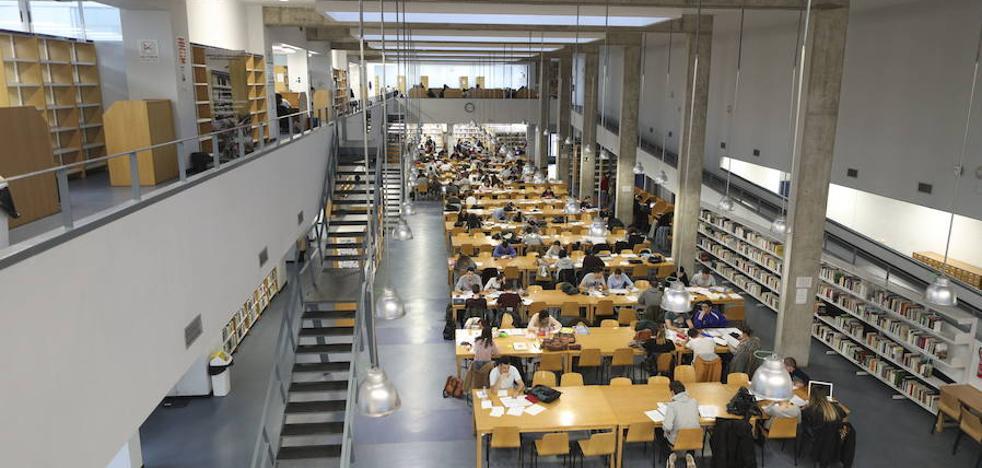 Cuatro de cada diez universitarios extremeños estudian con becas