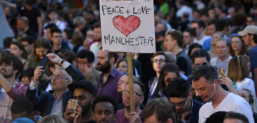 La Policía sospecha que el autor del atentado en Mánchester no actuó solo