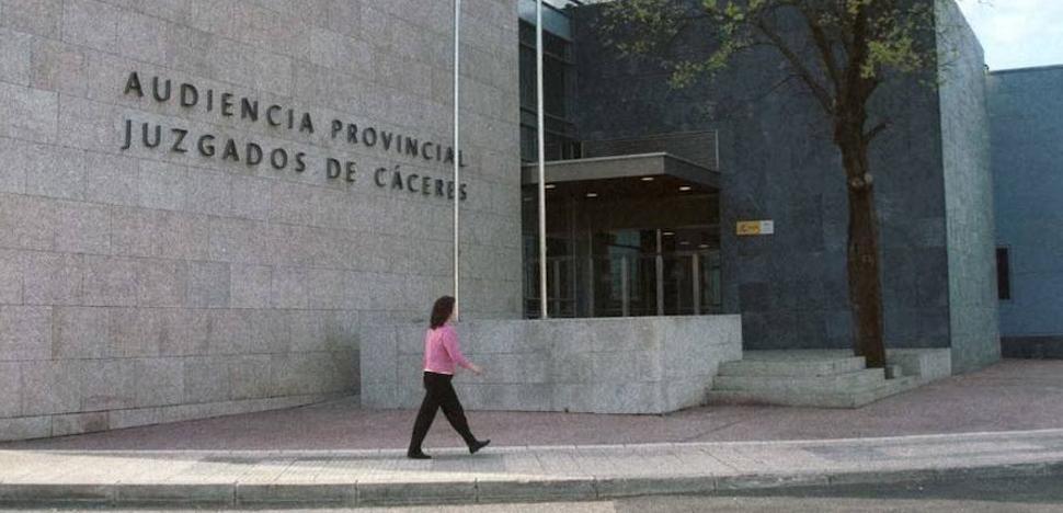 Condenado a dos años por apuñalar a una hombre al que quería robar en Cáceres