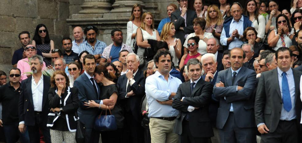 Don Benito despide en silencio a José, Macarena y a sus dos hijas