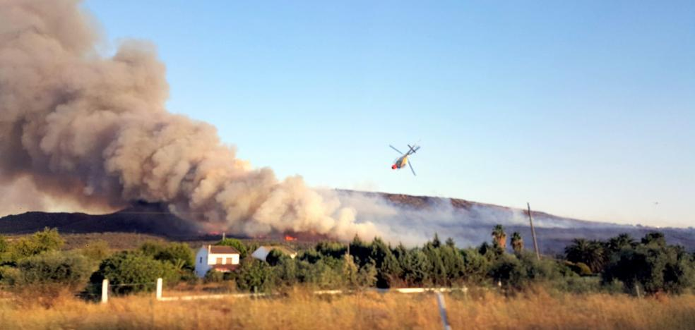 Declarado el nivel 1 de peligrosidad en un incendio en Arroyo de San Serván