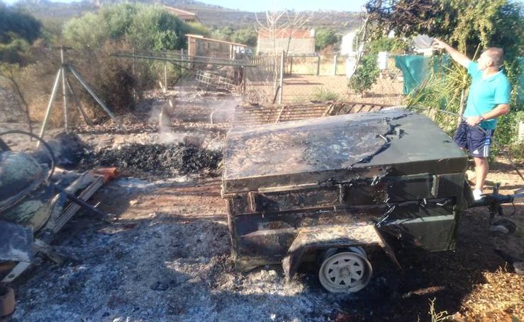 Noche de miedo en Calamonte por el incendio en la Sierra de San Serván