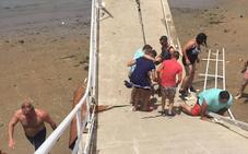 Cuatro heridos, dos de ellos de Alconchel, al ceder un pantalán en Sanlúcar de Barrameda