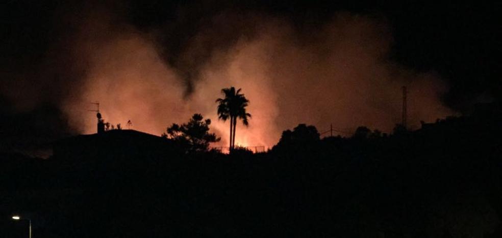 Un incendio en la carretera de Valverde calcina 15 hectáreas de pastos