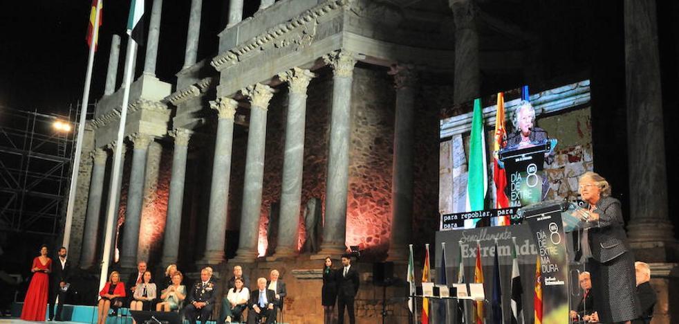 El Ejecutivo regional plantea conceder medallas de Extremadura a título póstumo