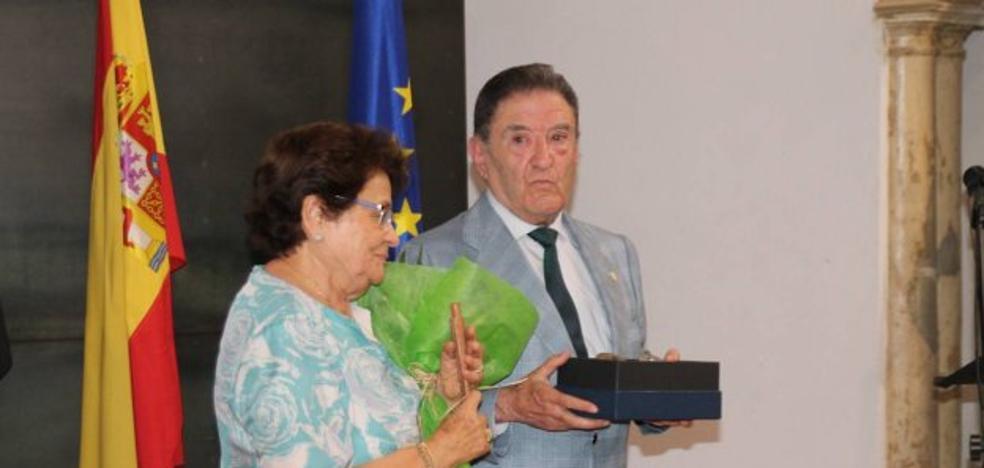Alfonso Gallardo recibe un homenaje en Jerez