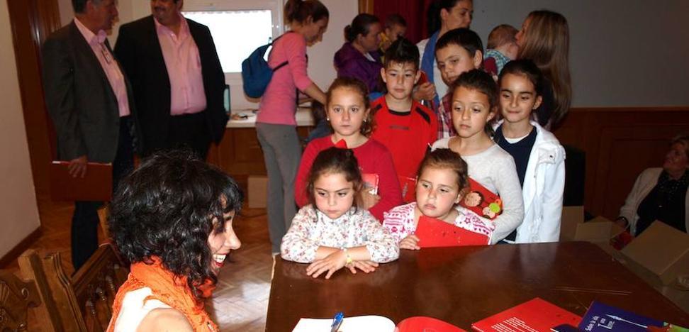Entregan catorce ayudas para fomentar las familias en Almaraz