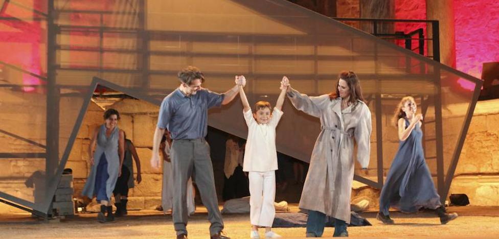 'Troyanas' remueve las entrañas del Teatro Romano