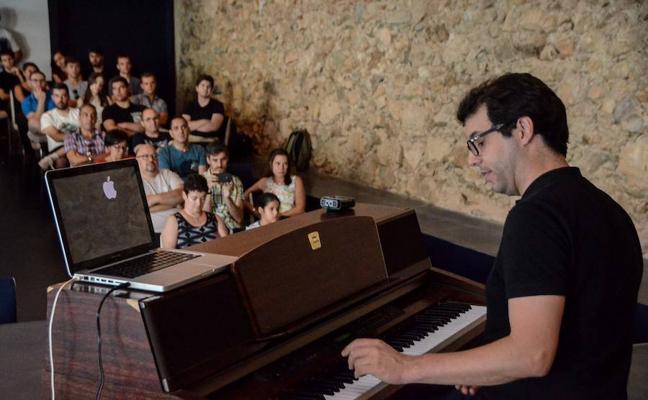 Fernando Velázquez dirige hoy a la OEx en un concierto de música de cine
