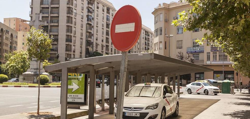 Malpartida y Casar piden una solución para poner fin a la guerra del taxi con la capital