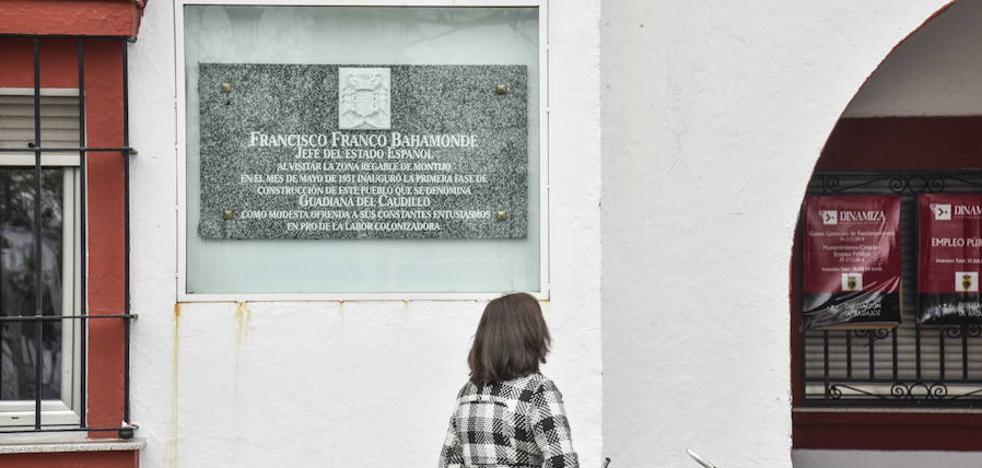 La Junta sancionará con 150.000 euros a quien mantenga símbolos franquistas