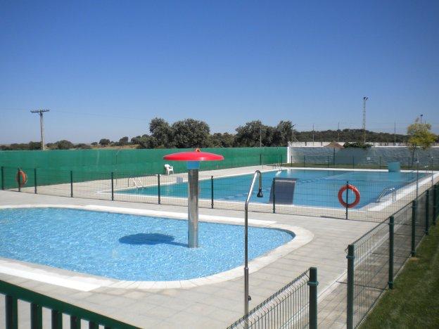 El alcalde de aliseda prev abrir la piscina pese a las for Piscina municipal caceres