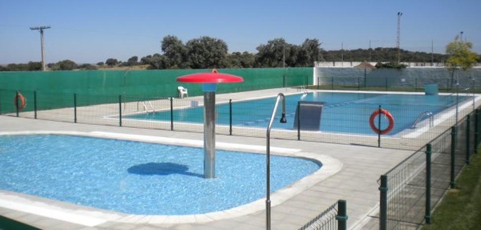 El alcalde de Aliseda prevé abrir la piscina pese a las restricciones de agua