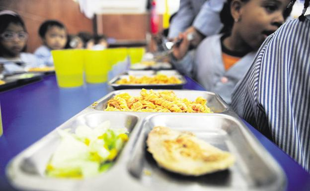 La junta autoriza 1 2 millones para ayudas de transporte y for Ayudas para comedor escolar
