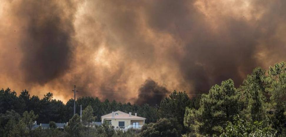Cinco grandes incendios activos en Portugal, uno de ellos en Évora