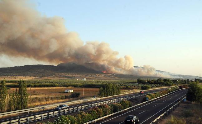 Dan por extingido el incendio de Arroyo de San Serván