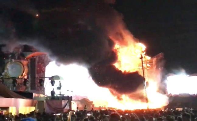 Cancelan el festival Tomorrowland tras incendiarse uno de los escenarios