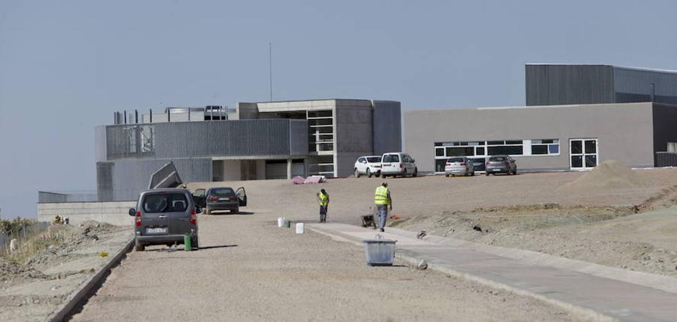 La Junta indemnizará con 2,4 millones a las empresas que hacían el hospital