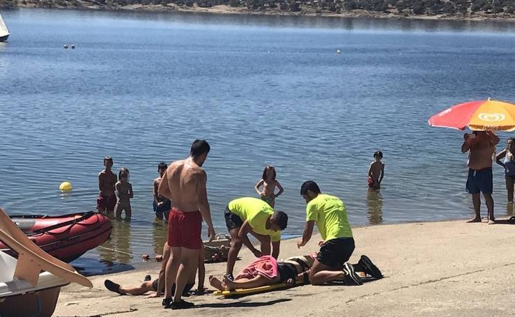 Simulacro de accidente acuático en la playa de Orellana