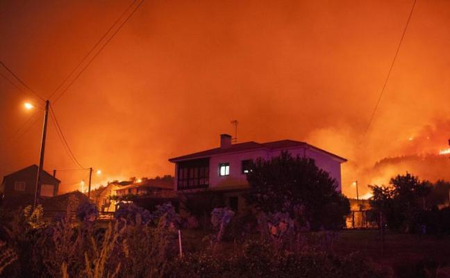 El voraz incendio de Verín sigue avanzando