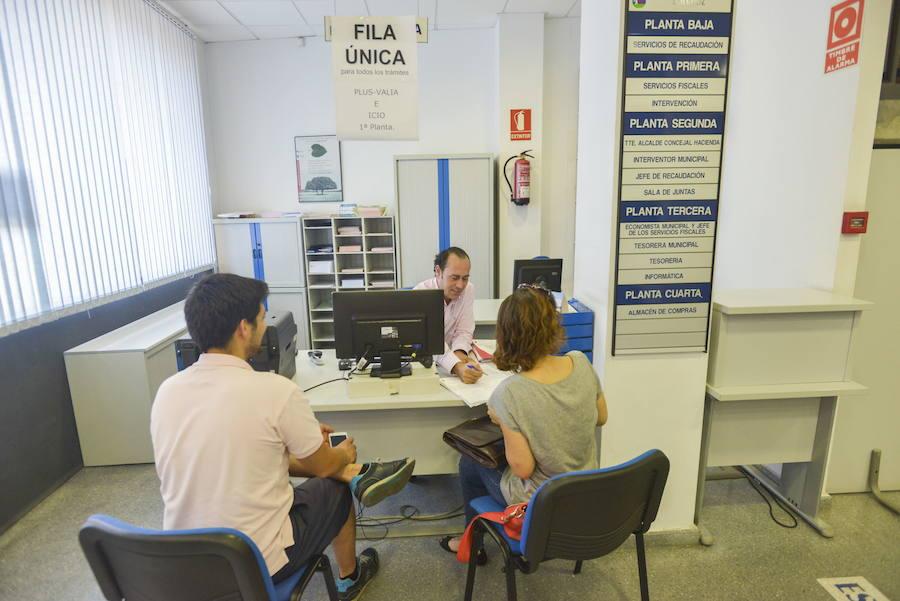 El ayuntamiento de badajoz recurre al supremo para no for Oficina del consumidor badajoz