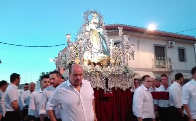 Almendralejo se volcó para ver a la Piedad en la procesión