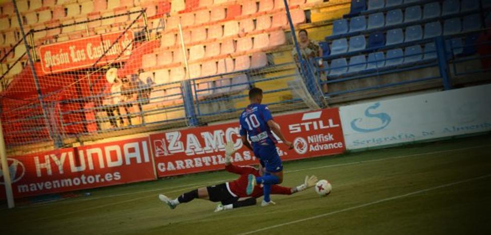 El Extremadura vence pese a la relajación final