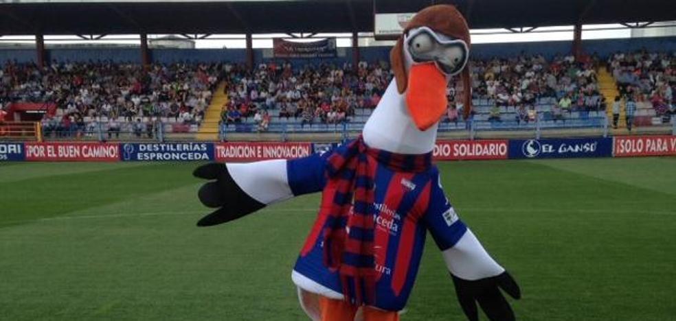 La mascota del Extremadura evitó una pelea entre jugadores