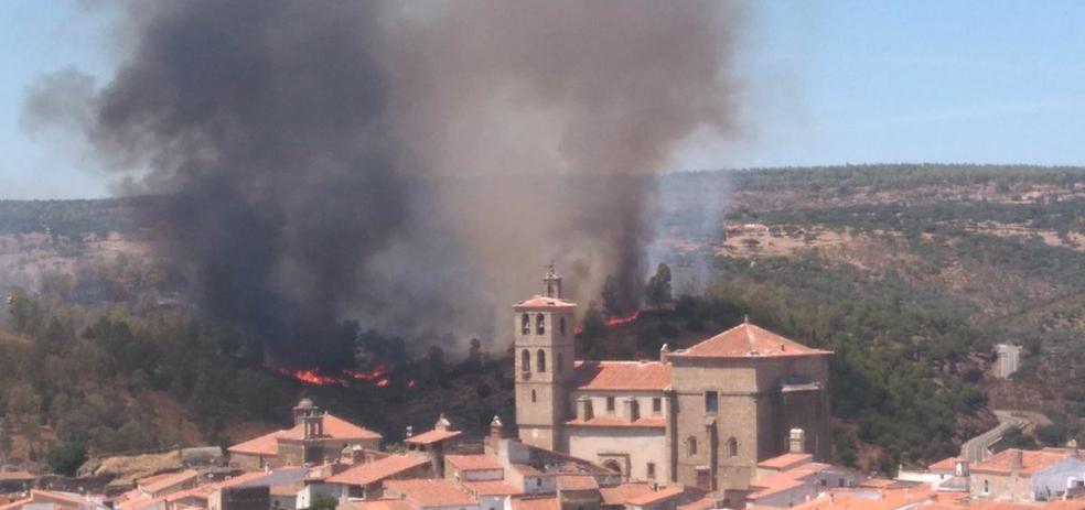 El Infoex da por estabilizado el incendio junto al puente romano de Alcántara