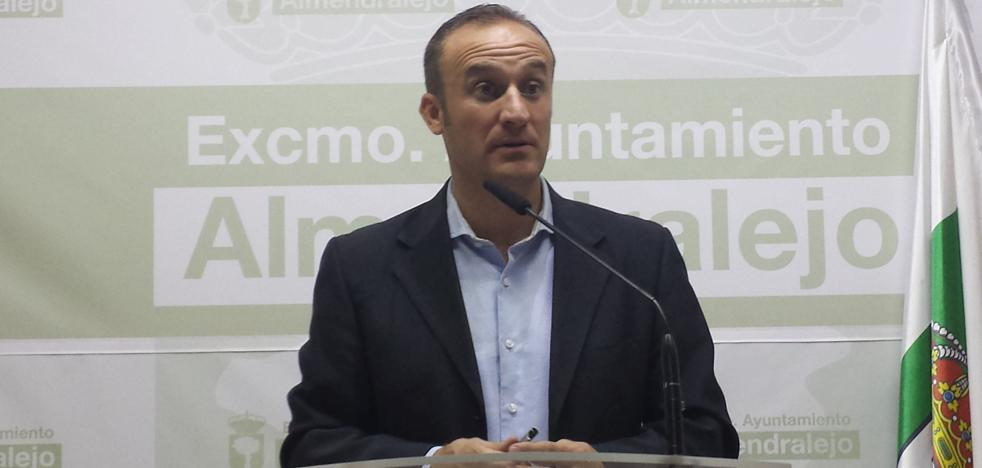 El PSOE de Almendralejo dice que Lobato ya pidió un anticipo de 7,4 millones al OAR