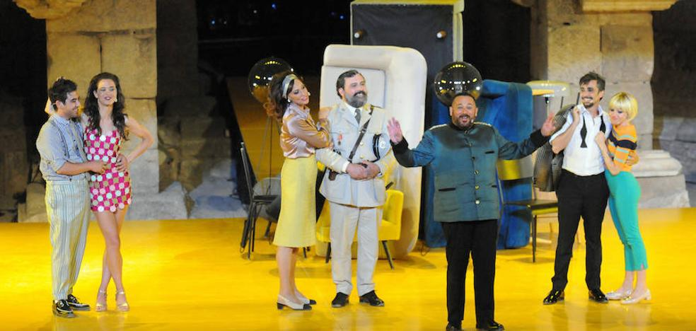 La mentira sincera engatusa a un Teatro Romano hasta los topes
