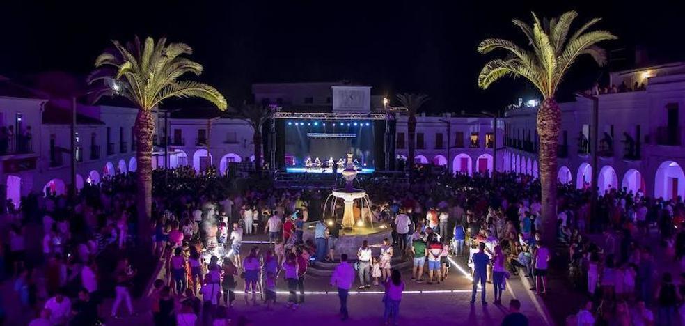 Más de 5.000 personas asisten a la inauguración de la nueva plaza de España