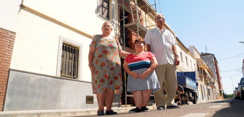 Una familia de la calle Toledo vive con miedo a que su casa se derrumbe