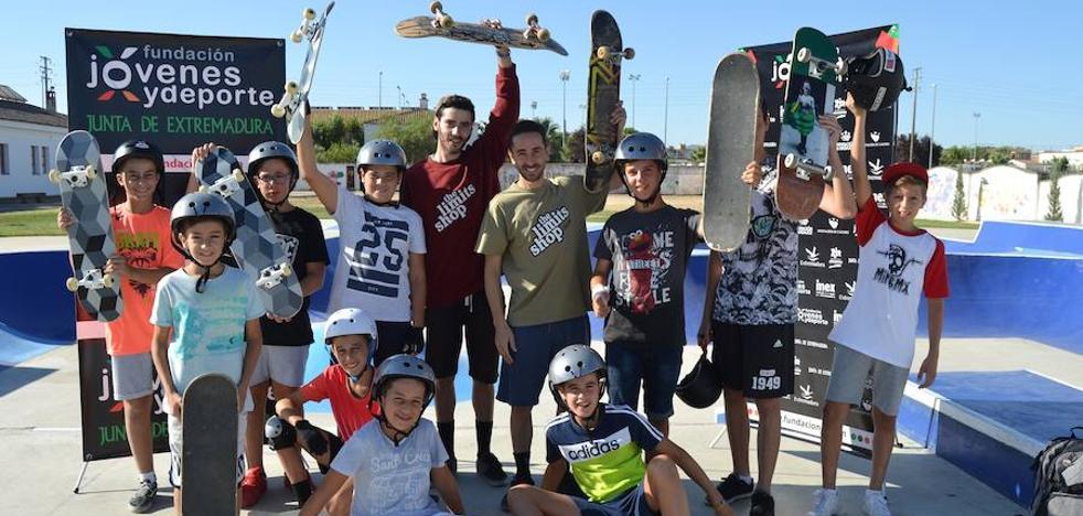 Éxito del taller de skate de la FJyD en Don Benito