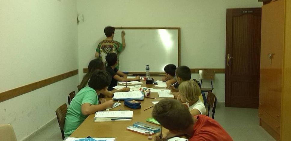 Cáritas inicia una campaña de recogida de material escolar en Coria