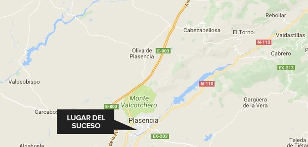 Herida una mujer de 31 años tras chocar una moto y un coche en Plasencia