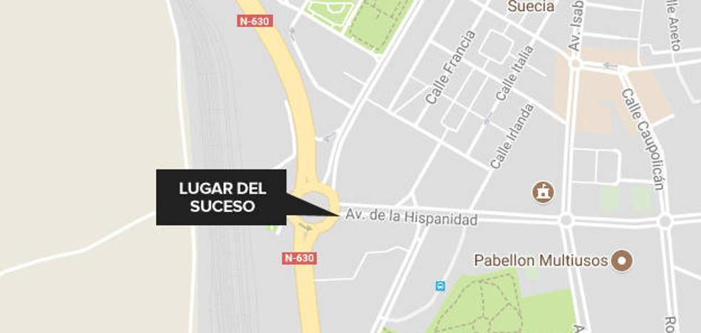 Dos hombres, con policontusiones tras ser atropellados en la avenida de la Hispanidad de Cáceres
