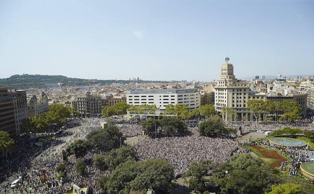Barcelona instalará bolardos y estudiará peatonalizar calles concurridas