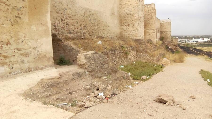Daños irreversibles producidos por actos vandálicos en la Alcazaba de Badajoz
