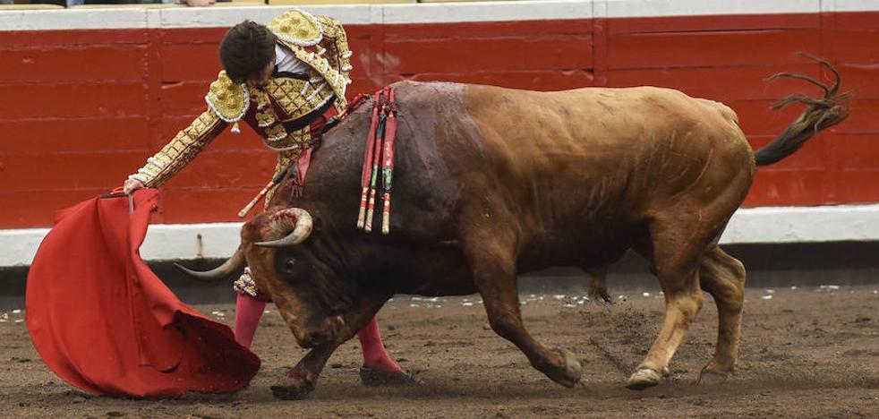 Rotundo triunfo de Garrido, a hombros con Juli y Perera
